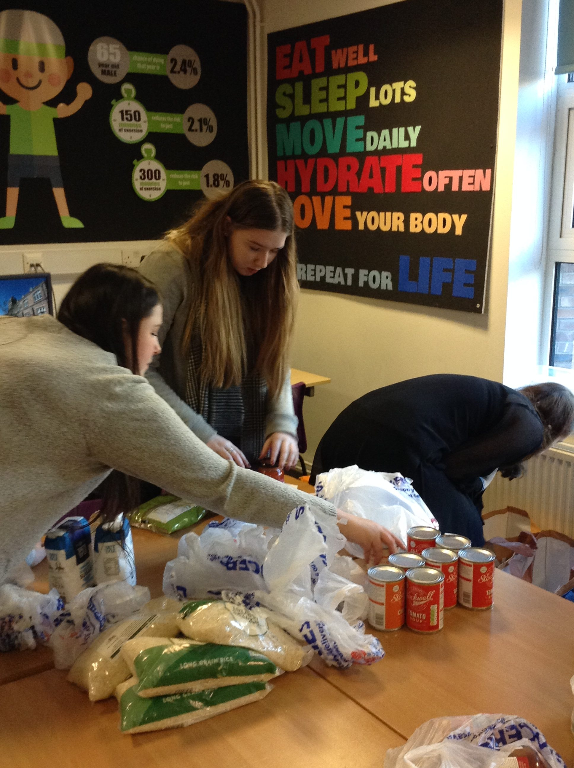QE Students works with local foodbank